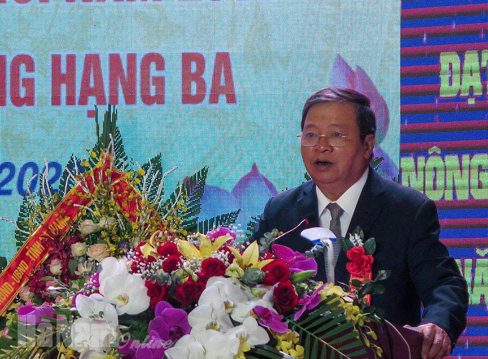 Bình Lục đón Bằng công nhận huyện đạt chuẩn nông thôn mới và Huân chương Lao động hạng Ba