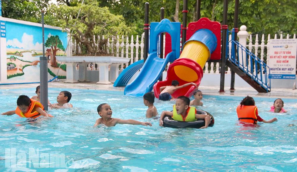Cần nhiều bể bơi cho trẻ em