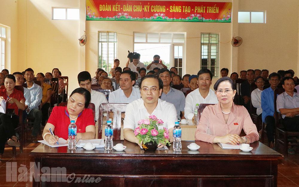 Đồng chí Bí thư Tỉnh ủy Lê Thị Thủy tiếp xúc cử tri xã Bối Cầu