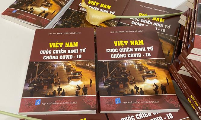 Tái bản cuốn sách Việt Nam Cuộc chiến sinh tử chống COVID19