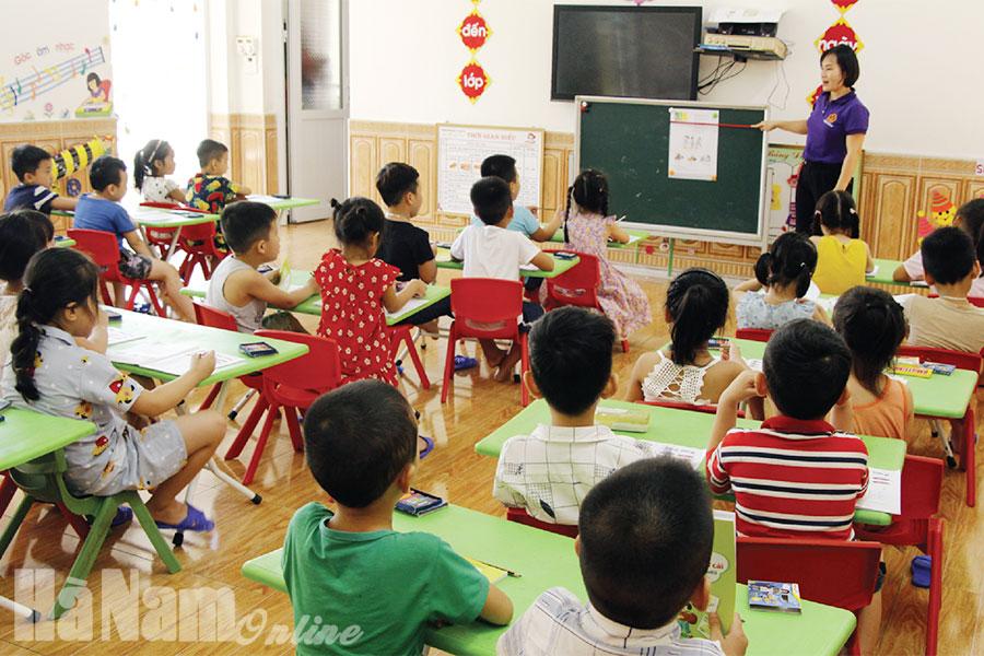 Tăng cường giáo dục hỗ trợ trẻ 5 tuổi chuẩn bị vào học lớp 1