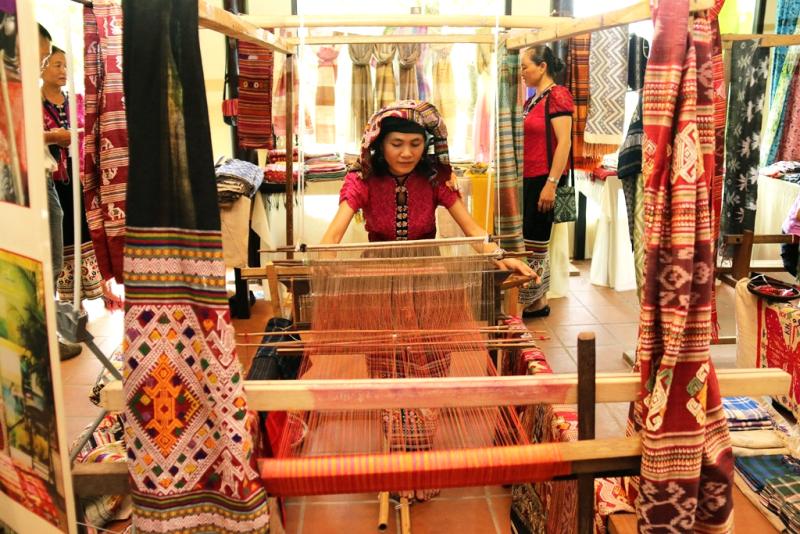 Tổ chức Lễ hội văn hóa thổ cẩm Việt Nam lần thứ II