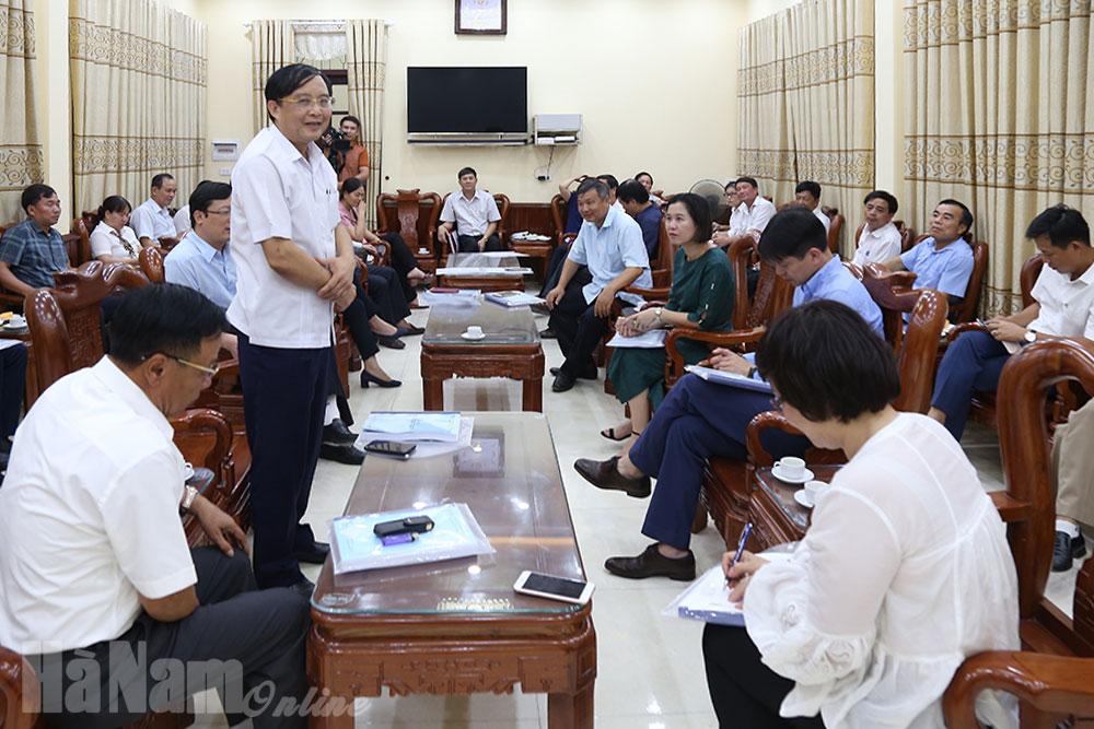 Tổ công tác liên Bộ khảo sát thực tế và thẩm tra hồ sơ NTM tại huyện Lý Nhân