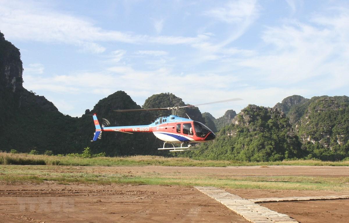 Trải nghiệm ngắm Quần thể danh thắng Tràng An bằng máy bay trực thăng