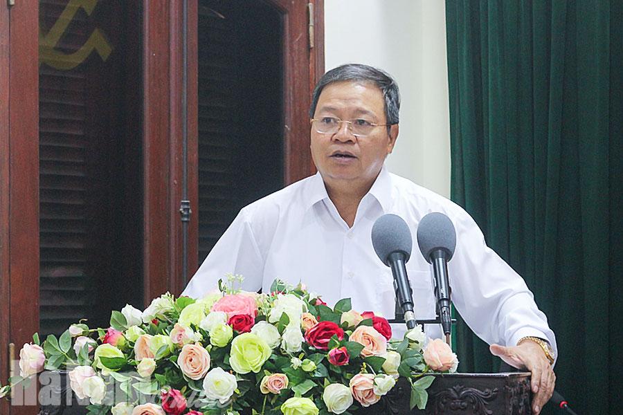 Trao Quyết định chủ trương đầu tư Dự án Cụm cảng Yên Lệnh Hà Nam và Dự án đầu tư xây dựng Nhà máy sản xuất lắp ráp ô tô Hồng Đức