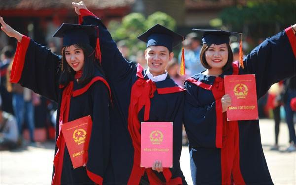 Từ 17 sinh viên tốt nghiệp loại xuất sắc có thể được xét tuyển vào viên chức