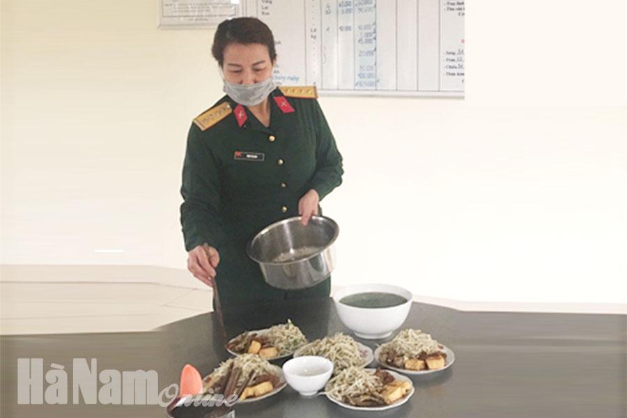 """Xứng đáng với danh hiệu  """"Bếp nuôi quân giỏi quản lý tốt"""""""