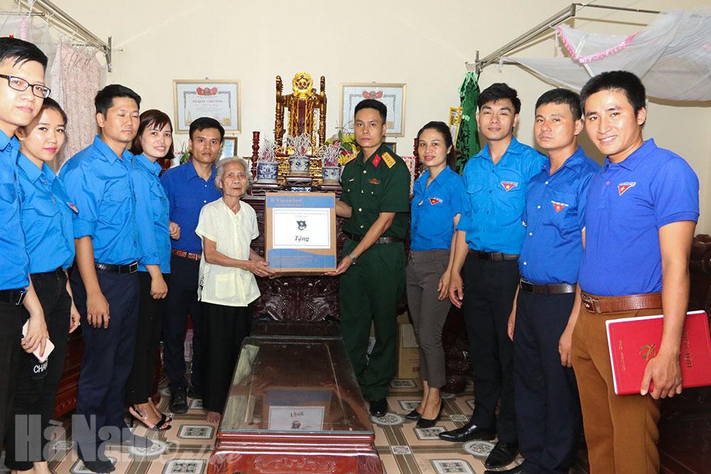 200 đối tượng chính sách người có công xã Tiên Sơn được khám bệnh tư vấn và cấp phát thuốc miễn phí