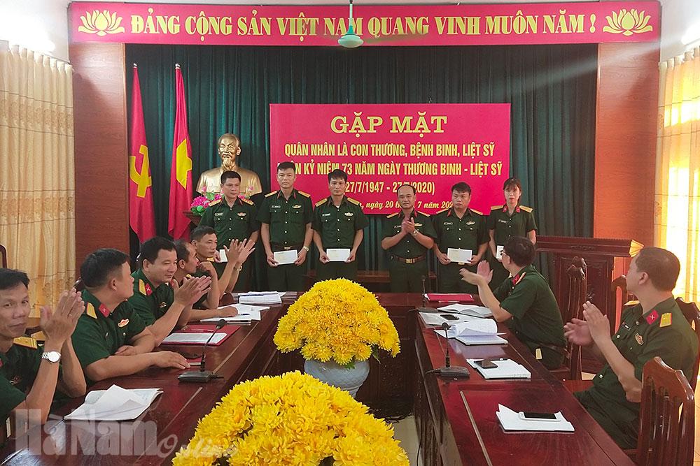 Ban CHQS huyện Thanh Liêm gặp mặt quân nhân là con thương bệnh binh liệt sỹ