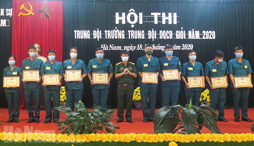 Bế mạc trao giải hội thi trung đội trưởng dân quân cơ động giỏi