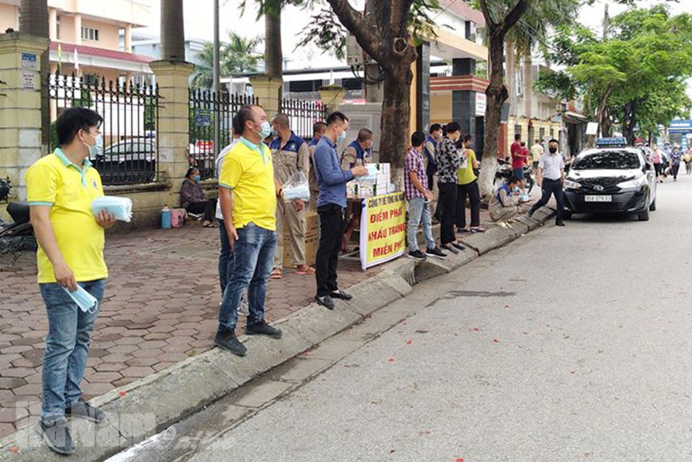 Công ty bê tông Hà Nam phát gần 20 nghìn chiếc khẩu trang y tế miễn phí