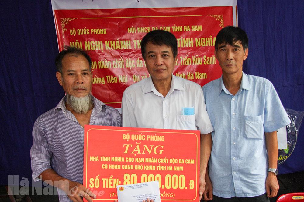 Khánh thành bàn giao nhà tình nghĩa cho nạn nhân chất độc da cam phường Tiên Nội