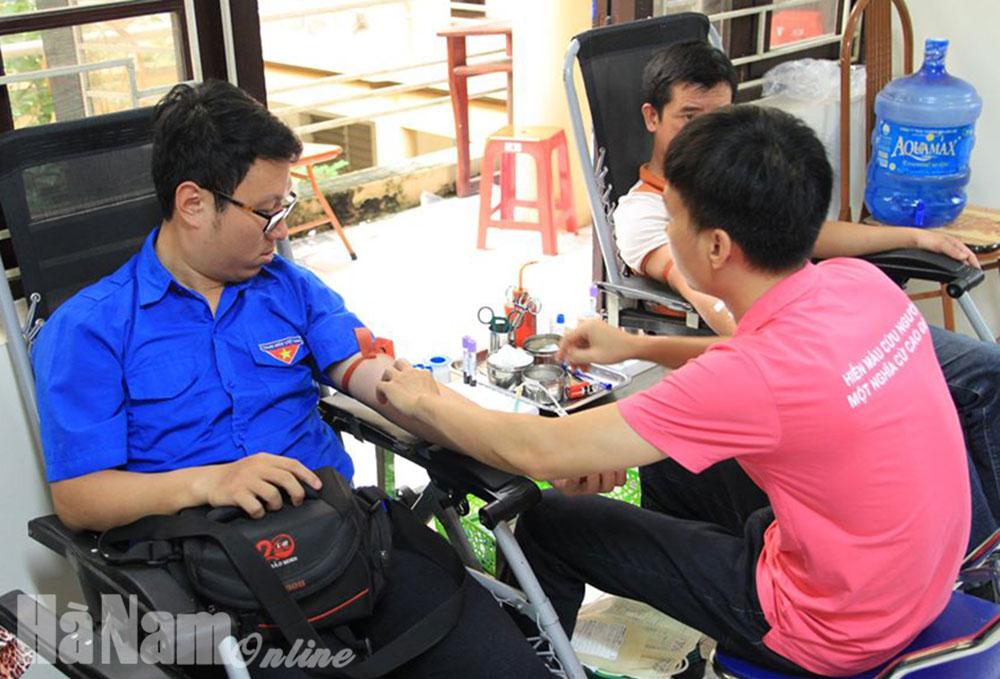 Một cán bộ đoàn trong 7 năm 22 lần hiến máu