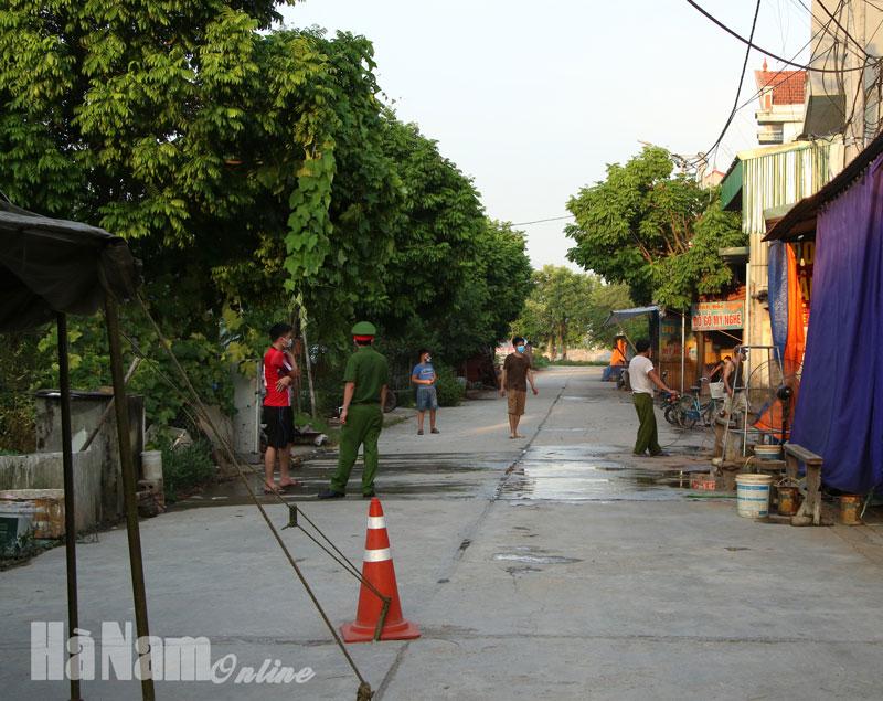 Phong tỏa cách ly tạm thời xóm 12 thôn 6 xã Nhật Tân từ 268