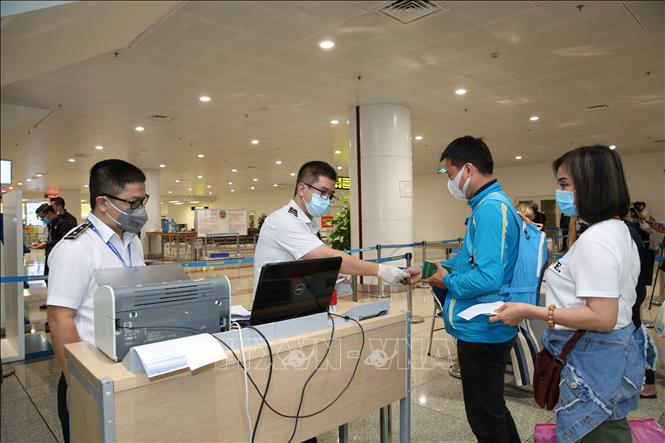 Bộ Y tế hướng dẫn tạm thời giám sát người nhập cảnh vào Việt Nam