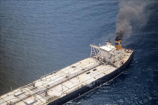 Cháy tàu chở 270000 tấn dầu thô nhiều nước ứng cứu