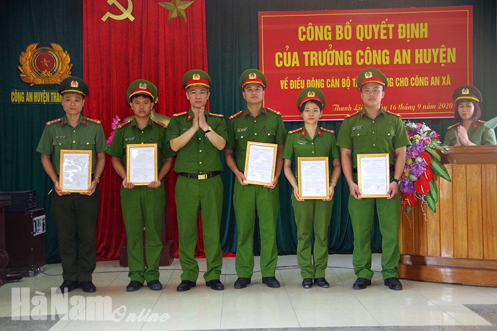 Công an huyện Thanh Liêm điều động 27 cán bộ chiến sĩ về đảm nhiệm chức danh công an xã