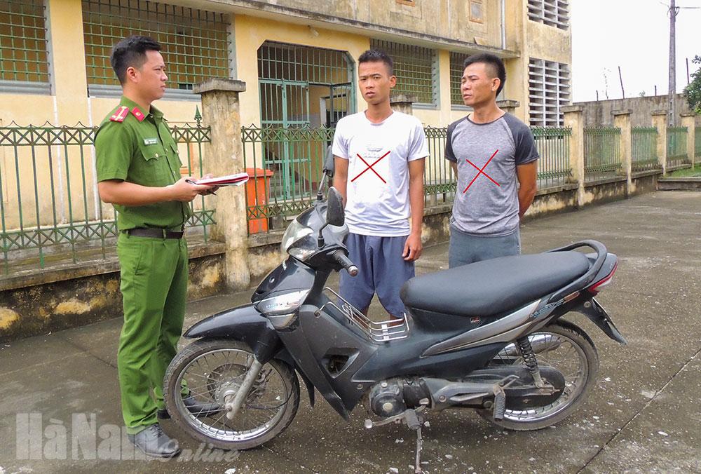 Công an thị xã Duy Tiên bắt 02 đối tượng trộm xe máy liên tỉnh
