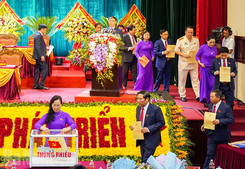 Đại hội Đảng bộ tỉnh bước vào ngày làm việc thứ 3