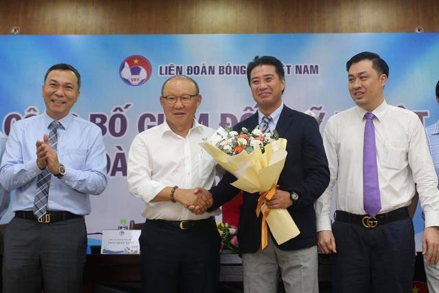 """Giám đốc kỹ thuật Adachi """"Bóng đá Việt Nam có thể vượt qua Nhật Bản"""""""