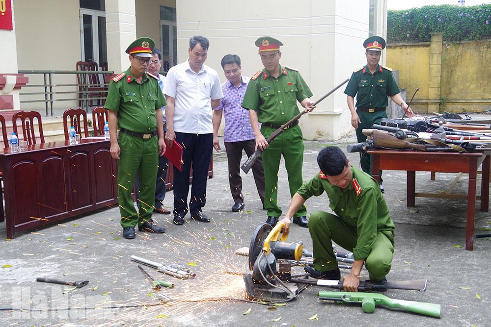 Kim Bảng Tiêu huỷ số lượng lớn vũ khí công cụ hỗ trợ