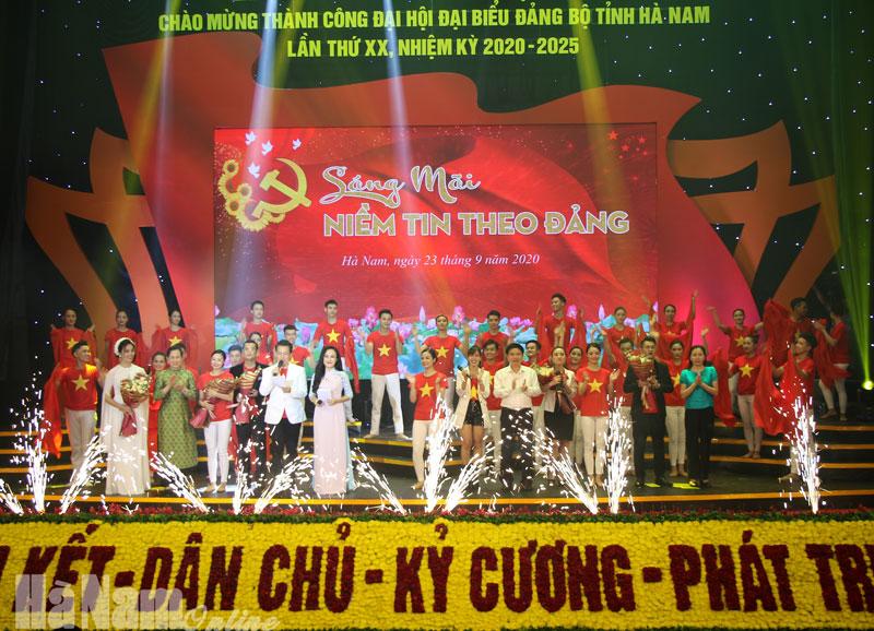 Sáng mãi niềm tin theo Đảng  Chương trình Nghệ thuật đặc sắc chào mừng thành công Đại hội Đảng bộ Hà Nam lần thứ XX