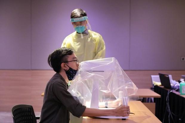 Singapore chế tạo thành công robot lấy mẫu xét nghiệm COVID19