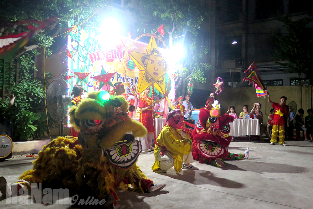 """Tổ dân phố số 9 phường Minh Khai tổ chức """"Đêm hội trăng rằm"""" vui Tết Trung thu cho các cháu thiếu nhi"""