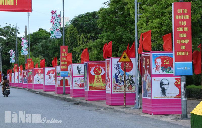 Triển lãm tranh cổ động tuyên truyền về nếp sống văn minh trong lễ hội Đại hội Đảng bộ tỉnh lần thứ XX tiến tới Đại hội Đảng toàn quốc lần thứ XIII 130 năm thành lập tỉnh bảo vệ chủ quyền biên giới biển đảo
