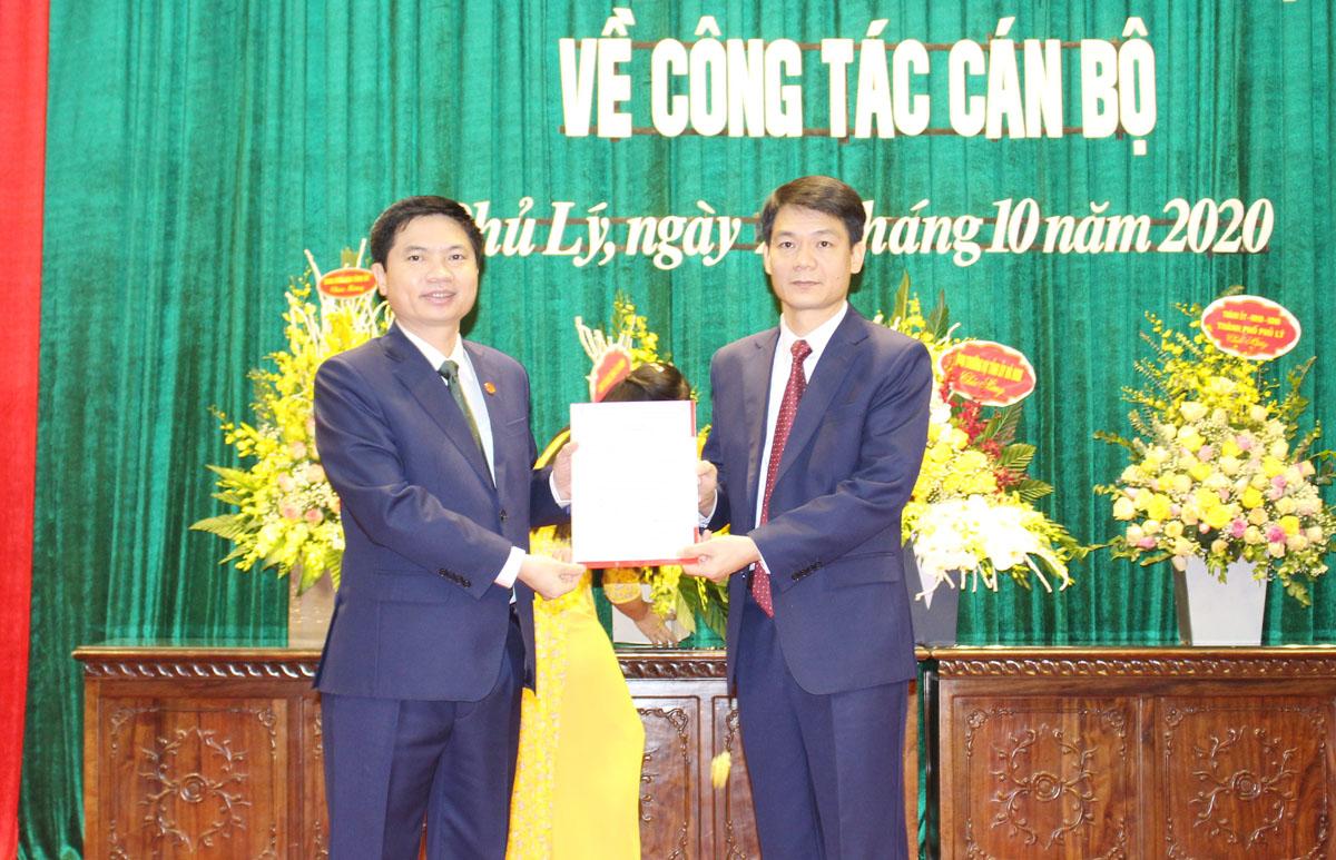 BTV Tỉnh ủy điều động phân công đồng chí Đinh Văn An giữ chức Trưởng ban Dân vận đồng chí Nguyễn Đức Toàn giữ chức Bí thư Thành ủy Phủ Lý