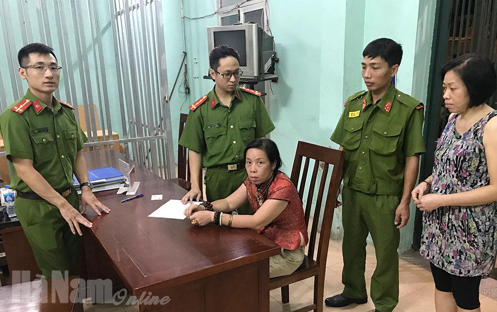 Cảnh sát 113 giúp đỡ đưa người dân bị lạc về tận gia đình