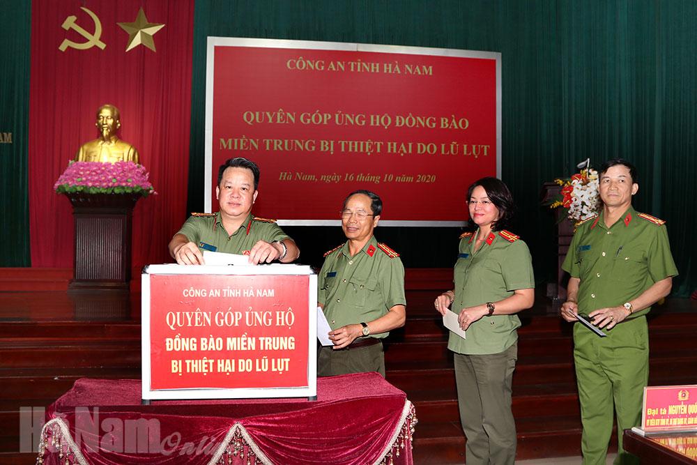 Công an tỉnh Hà Nam phát động CBCS ủng hộ đồng bào miền Trung bị lũ lụt