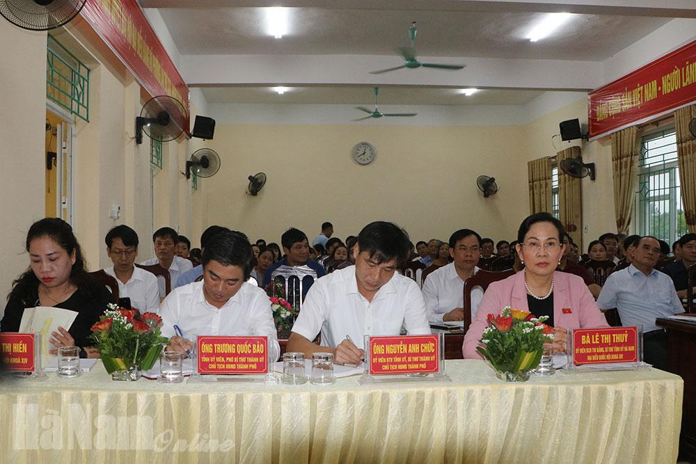 Đồng chí Bí thư tỉnh ủy Lê Thị Thủy tiếp xúc cử tri tại phường Châu SơnPhủ Lý