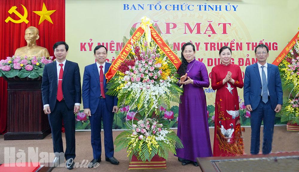 Gặp mặt kỷ niệm 90 năm Ngày truyền thống ngành Tổ chức Xây dựng Đảng
