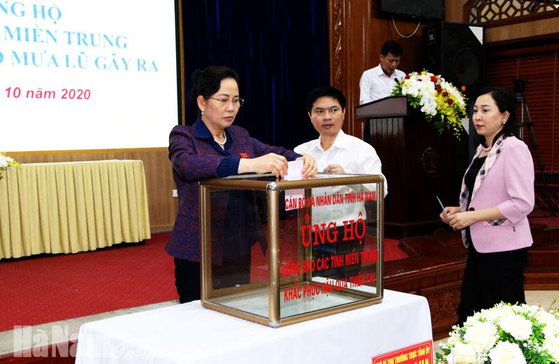 Hà Nam gửi tặng đồng bào miền Trung gần 2  tỷ đồng