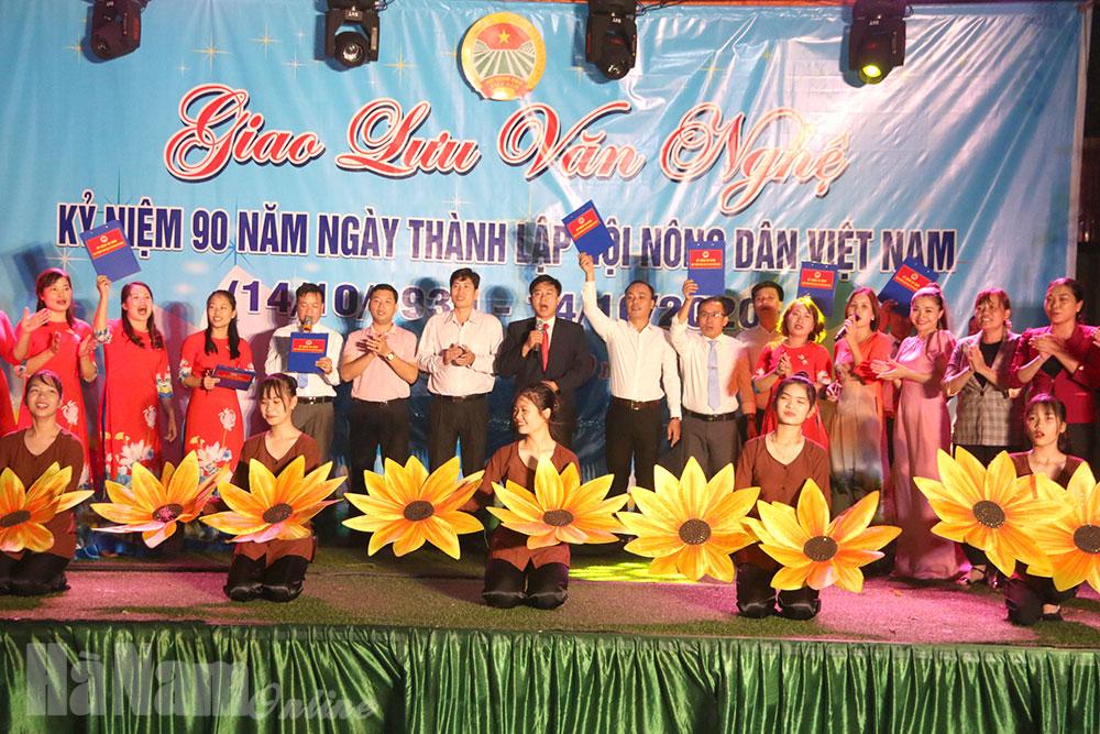 Hội Nông dân thị trấn Vĩnh Trụ tổ chức giao lưu văn nghệ