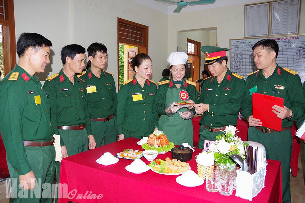"""Hội phụ nữ Bộ CHQS tỉnh tổ chức hội thi """"Bữa cơm gia đình ấm áp yêu thương"""""""