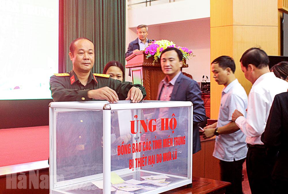 Kim Bảng quyên góp 100 triệu đồng ủng hộ đồng bào miền Trung