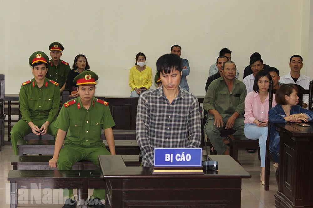 Lừa đảo chiếm đoạt tài sản lĩnh án 15 năm 6 tháng tù