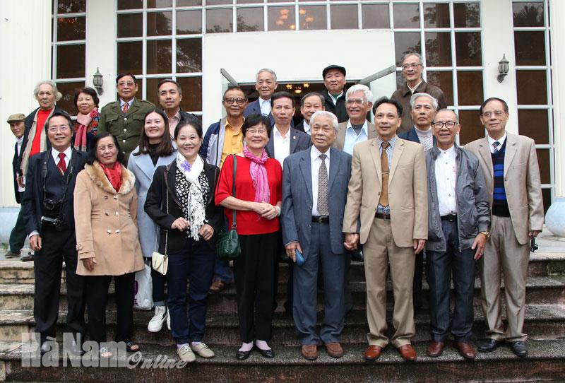 Nhà thơ Vũ Quần Phương trao đổi nói chuyện về Thơ đương đại tại Hà Nam