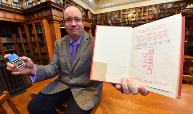 Sách được trả về thư viện sau khi quá hạn mượn gần 60 năm
