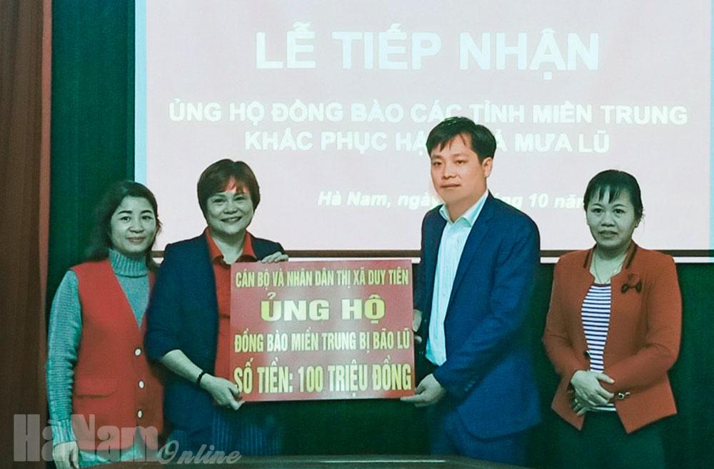 Thị xã Duy Tiên 100 triệu đồng ủng hộ đồng bào miền Trung