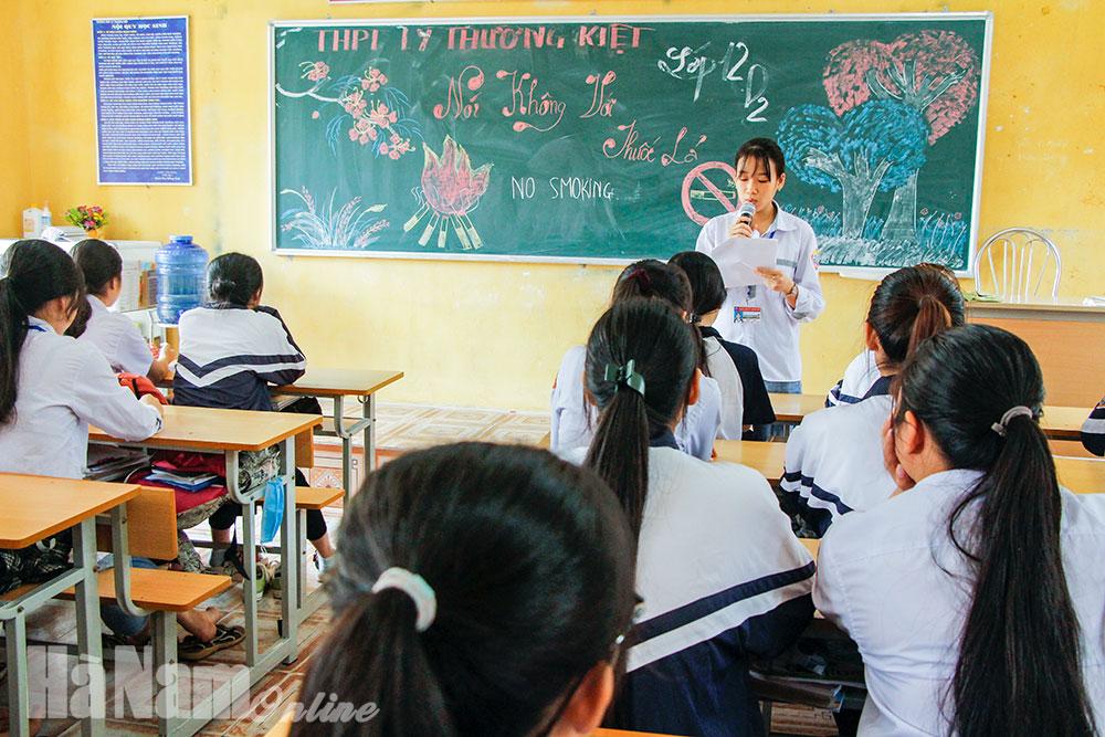 Trường THPT Lý Thường Kiệt xây dựng trường học không khói thuốc